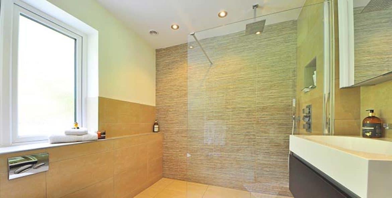 8 Razones para cambiar la bañera por una ducha